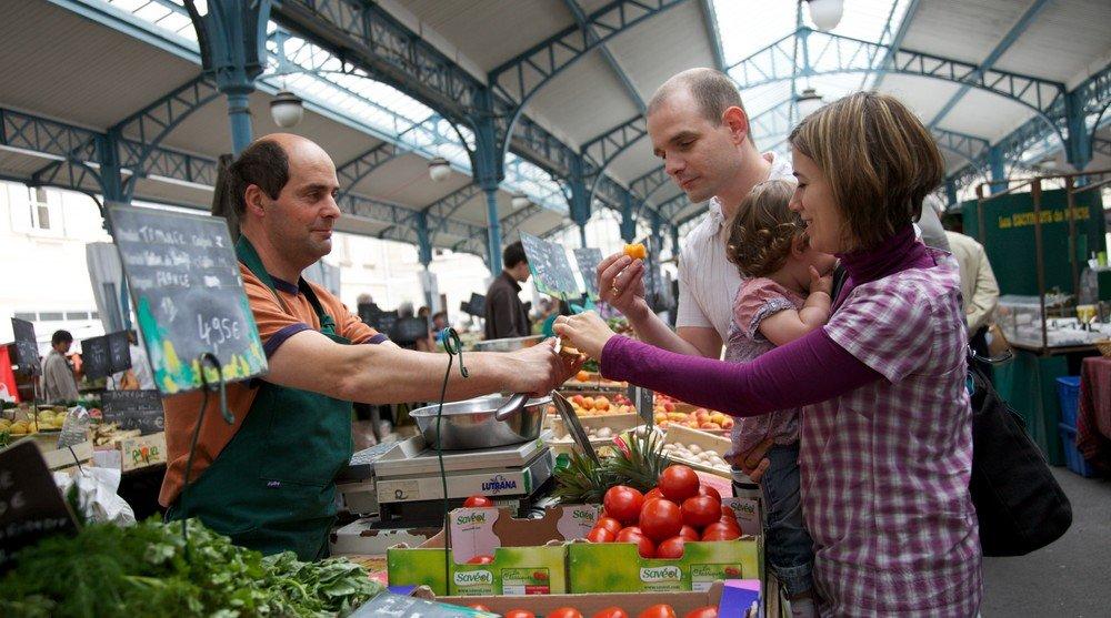 Boom di stranieri nei mercati: uno su due è nato all'estero