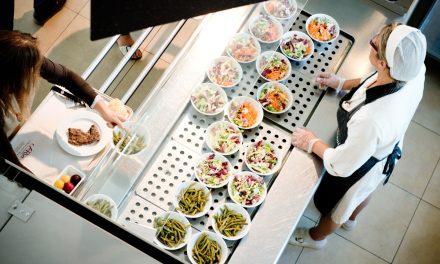 La somministrazione di pasti ai dipendenti non è soggetta ad IVA