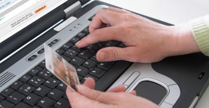 Dalle bancarelle al web: l'abusivismo invade anche la Rete