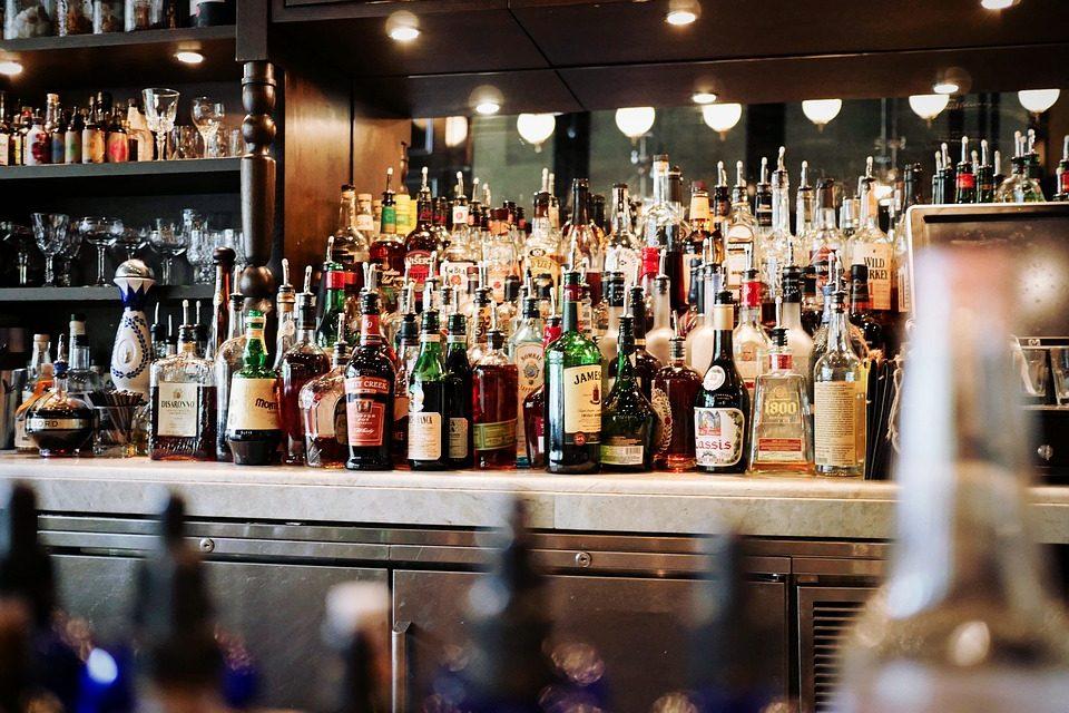 Alcolici: tornato l'obbligo di denuciarne la vendita