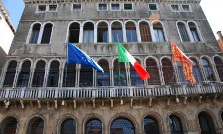 Venezia: divieto dopo le 15.00 di vendita alcolici per asporto